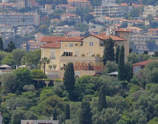 Căn biệt thự Pháp cổ được rao bán 1 tỷ Euro 3