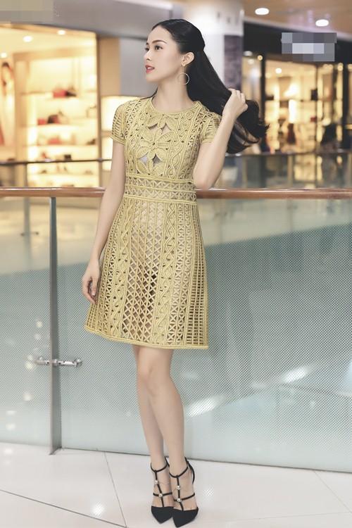 Bạn gái Cường đô la diện váy trăm triệu đi sự kiện 2