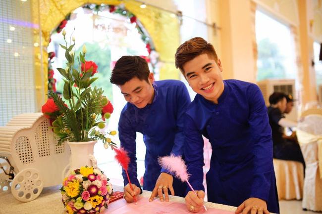 Hình ảnh Chuyện tình cặp đôi đồng tính nam lệch nhau 21 tuổi ở Đồng Nai số 1