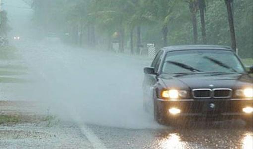 Đi ôtô dưới trời mưa có bị sét đánh không? 1