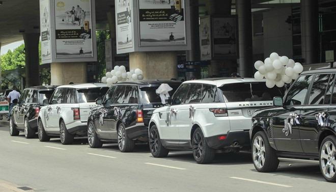 """Đại gia Minh """"Nhựa"""" lái dàn siêu xe Land Rover ra sân bay đón vợ 8"""