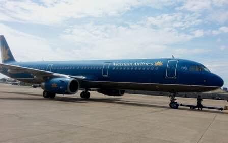 Máy bay Airbus 321 của Vietnam Airlines bị rách đuôi 1