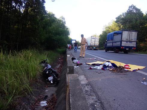 Tin tai nạn giao thông mới nhất ngày 23/8: Xe tải chở hóa chất bốc cháy dữ dội 2