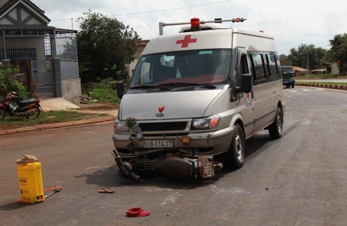 Tin tai nạn giao thông mới nhất ngày 24/8: Xe chở quan tài gặp nạn 1