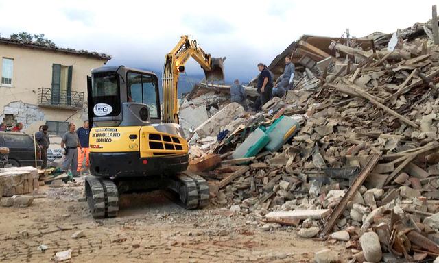 Động đất rung chuyển Italy, nửa thị trấn bị phá hủy 6