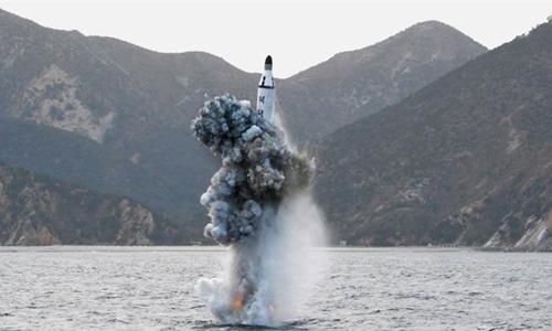 Triều Tiên phóng tên lửa đạn đạo từ tàu ngầm lúc Mỹ - Hàn tập trận 1