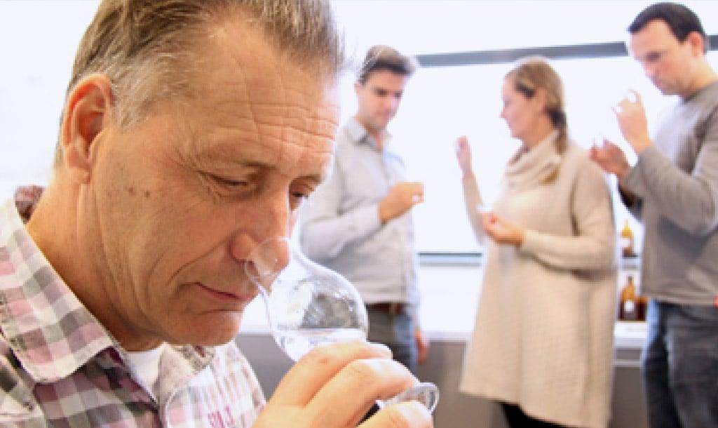 Nhân viên thử rượu 2 ngày mỗi tuần nhận mức lương hơn 500 triệu/năm  1