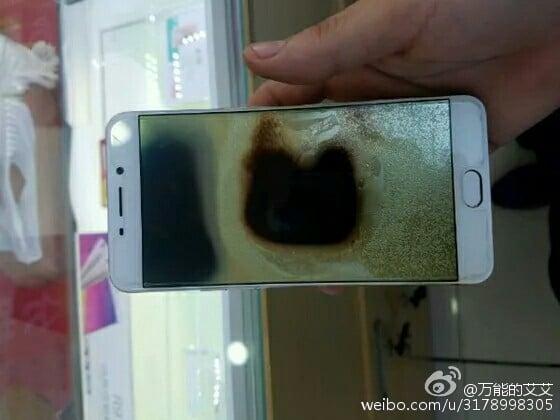 Điện thoại Oppo F1 Plus phát nổ, nghi do sạc nhanh 1