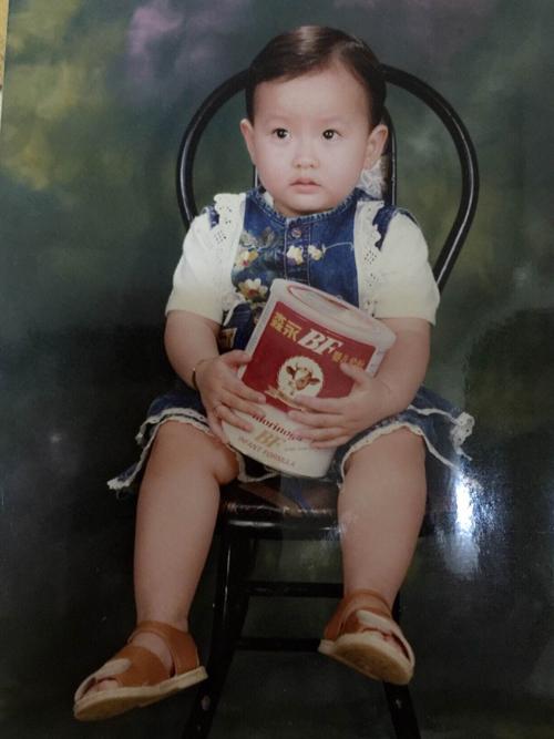 Học trò Phạm Hương khoe hình ngày bé dễ thương như con trai 1