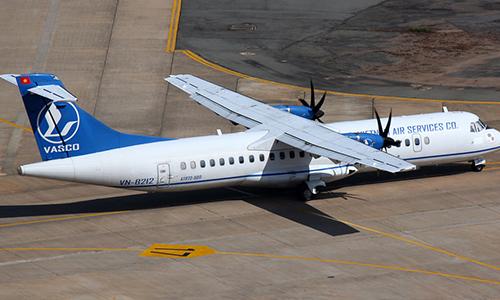 Máy bay ATR 72 bị xe chở hàng đâm móp cửa ở sân bay Tân Sơn Nhất 1