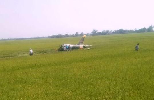 Chùm ảnh hiện trường vụ máy bay quân sự rơi ở Phú Yên 1