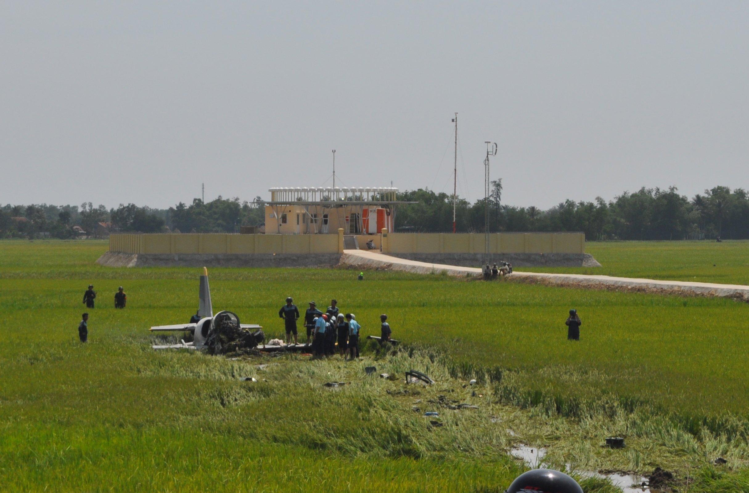 Chùm ảnh hiện trường vụ máy bay quân sự rơi ở Phú Yên 2