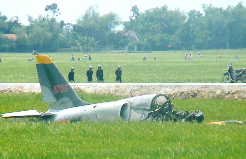 Chùm ảnh hiện trường vụ máy bay quân sự rơi ở Phú Yên 4