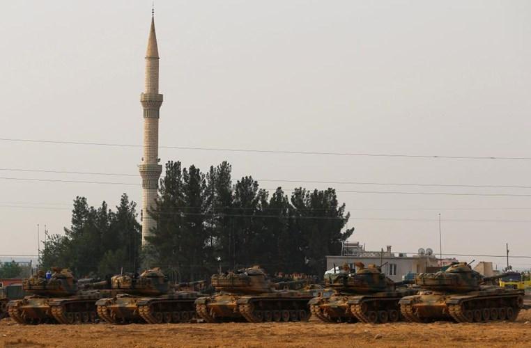 Chùm ảnh: Xe tăng Thổ Nhĩ Kỳ rầm rộ tiến vào Syria  2
