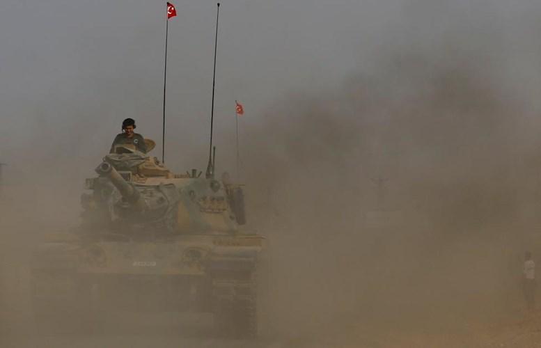 Chùm ảnh: Xe tăng Thổ Nhĩ Kỳ rầm rộ tiến vào Syria  3