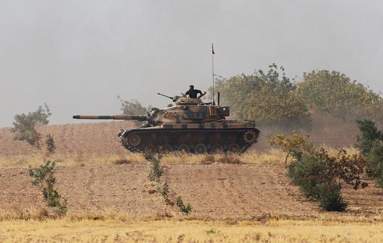 Chùm ảnh: Xe tăng Thổ Nhĩ Kỳ rầm rộ tiến vào Syria  6