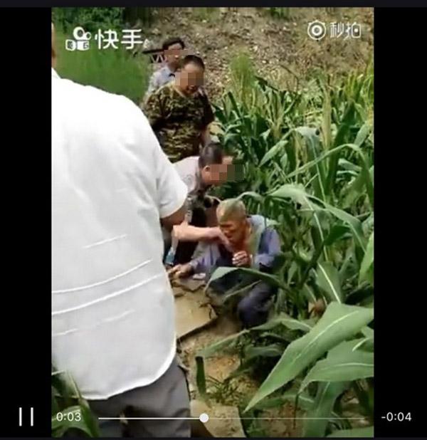 Video: Bí thư thôn đẩy cụ ông 80 tuổi ngã xuống ruộng gây phẫn nộ 1