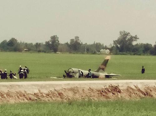 Chùm ảnh hiện trường vụ máy bay quân sự rơi ở Phú Yên 5