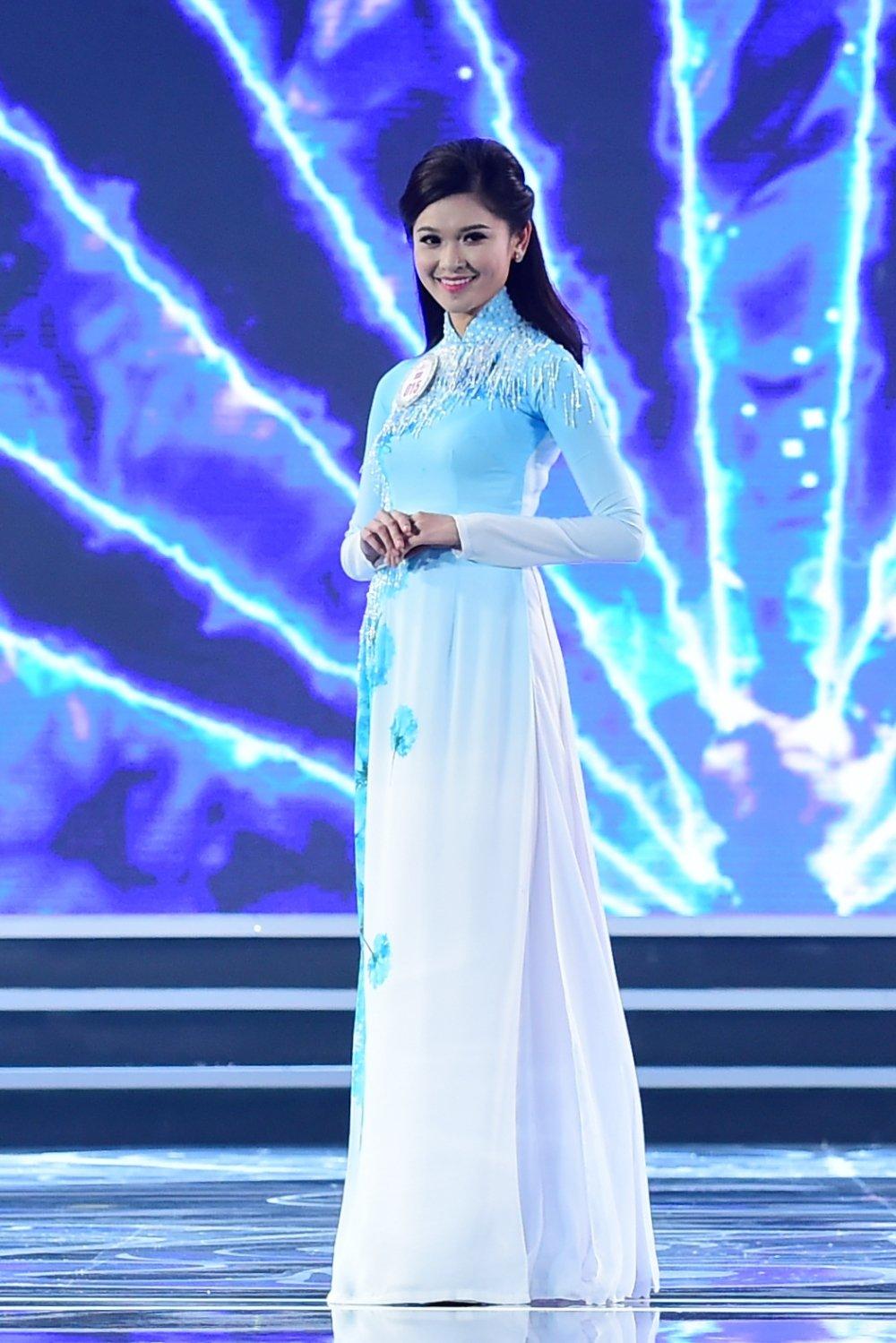 Hình ảnh Trực tiếp chung kết Hoa hậu Việt Nam 2016: Công bố top 5 lọt vào vòng ứng xử số 25