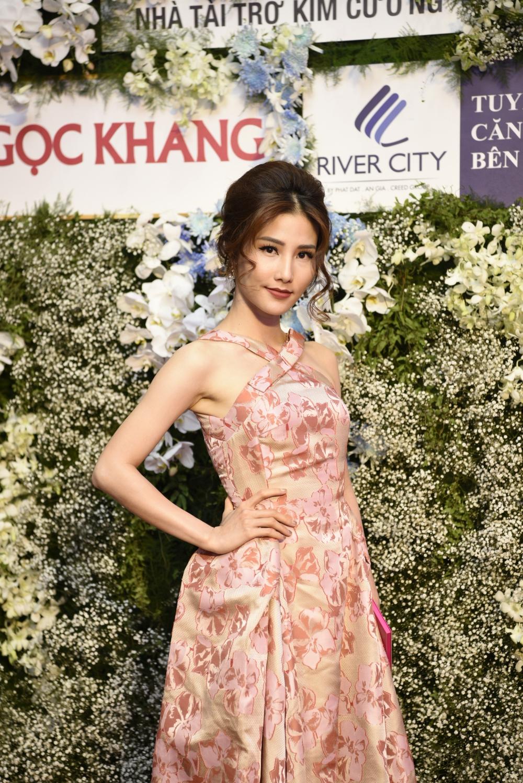 Hình ảnh Trực tiếp chung kết Hoa hậu Việt Nam 2016: Công bố top 5 lọt vào vòng ứng xử số 37