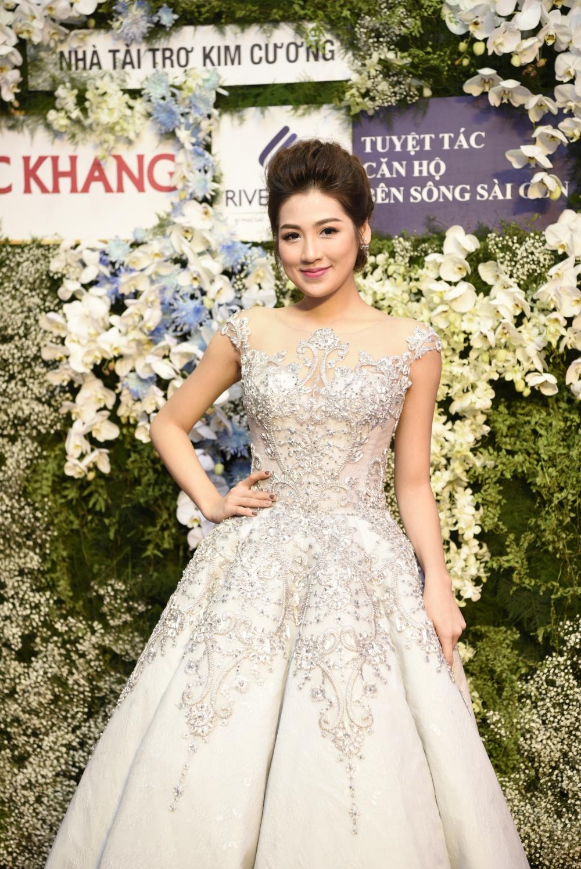 Hình ảnh Trực tiếp chung kết Hoa hậu Việt Nam 2016: Công bố top 5 lọt vào vòng ứng xử số 38
