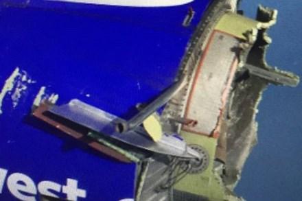 Máy bay nổ động cơ giữa trời, 99 hành khách hoảng loạn 1