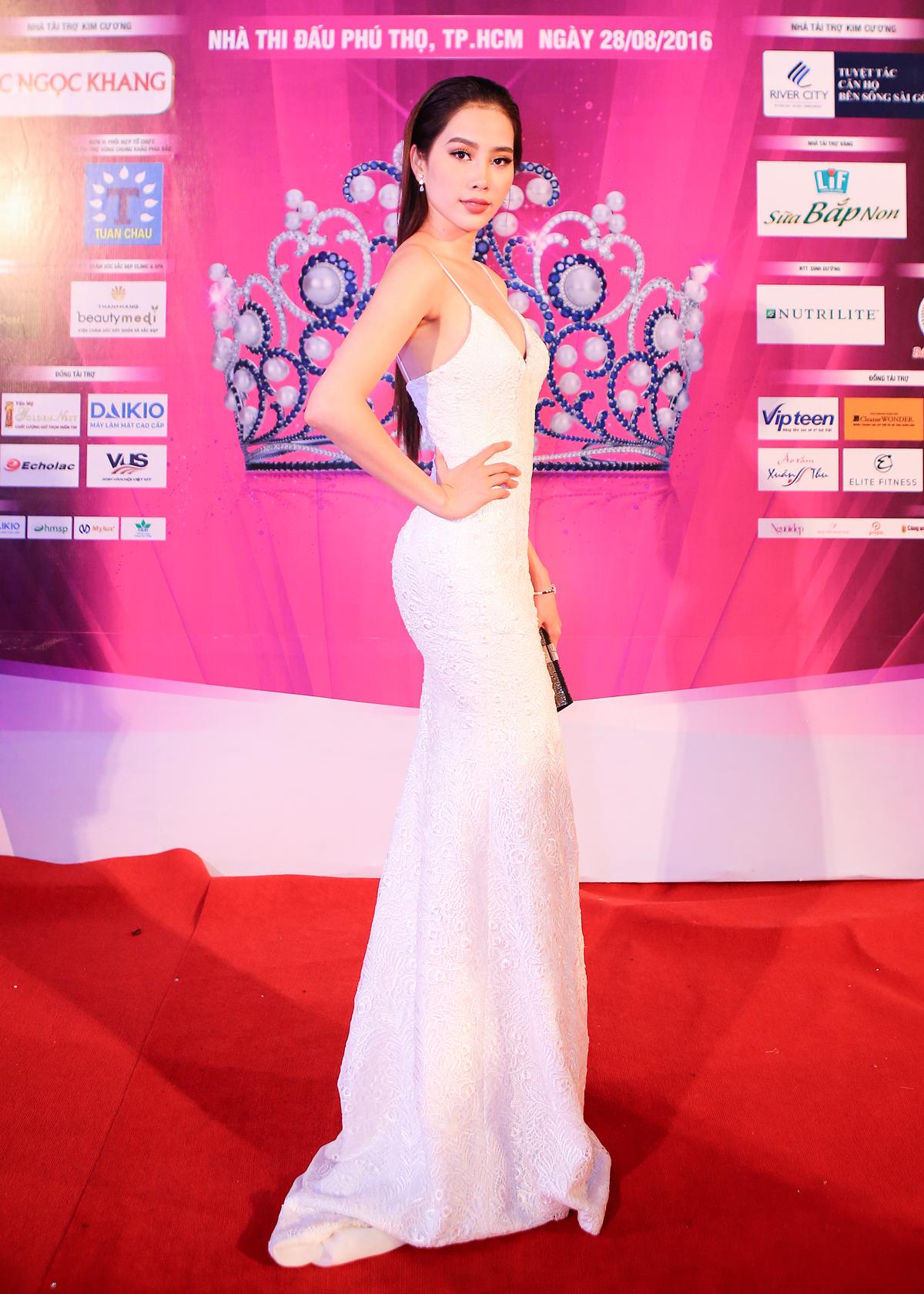 Nam Em - Mỹ Nhân đối lập phong cách trên thảm đỏ Hoa hậu Việt Nam 2016 1