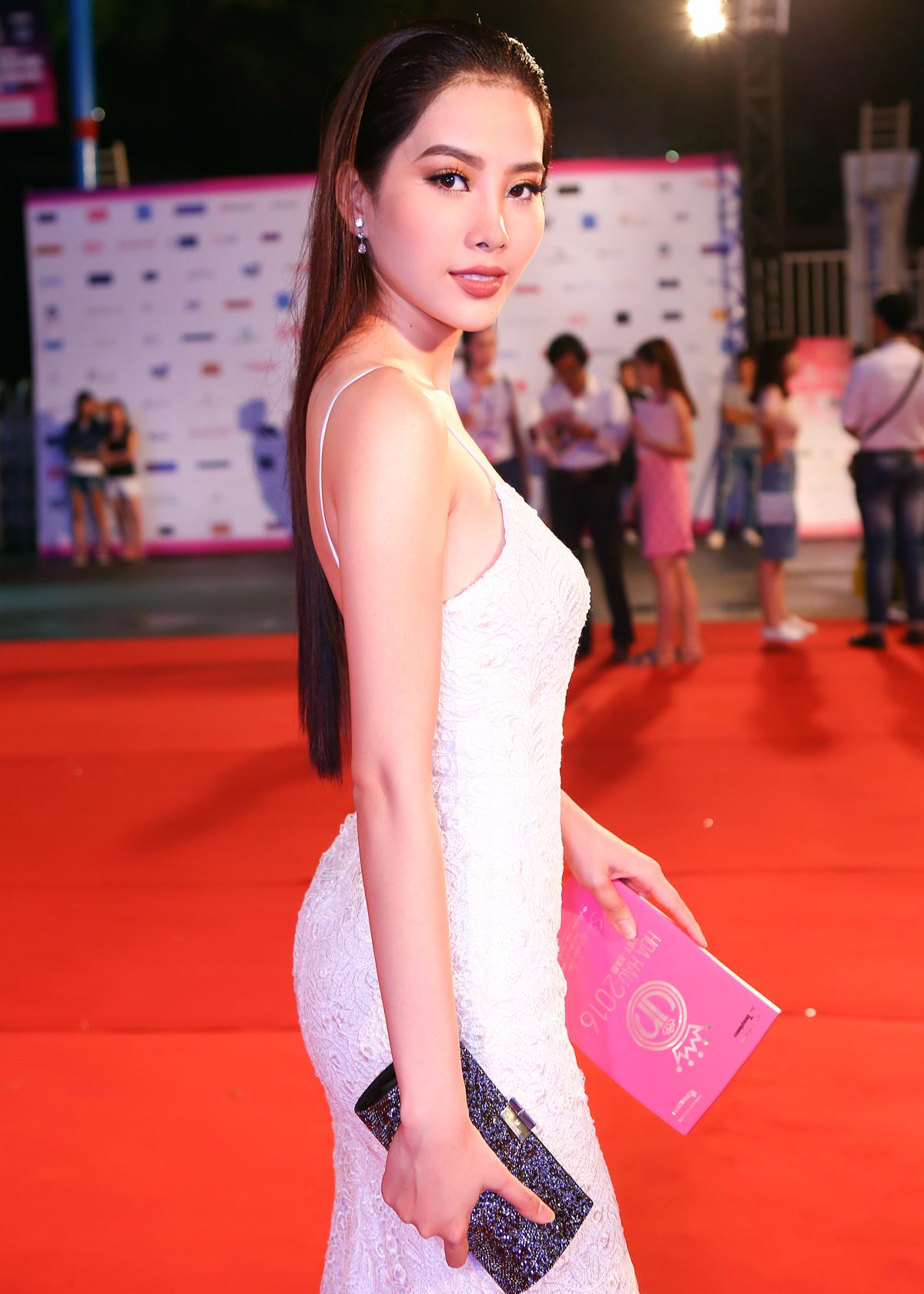 Nam Em - Mỹ Nhân đối lập phong cách trên thảm đỏ Hoa hậu Việt Nam 2016 3