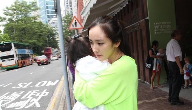 Dương Mịch lần đầu xuất hiện cùng con gái sau tin đồn bỏ rơi con 3