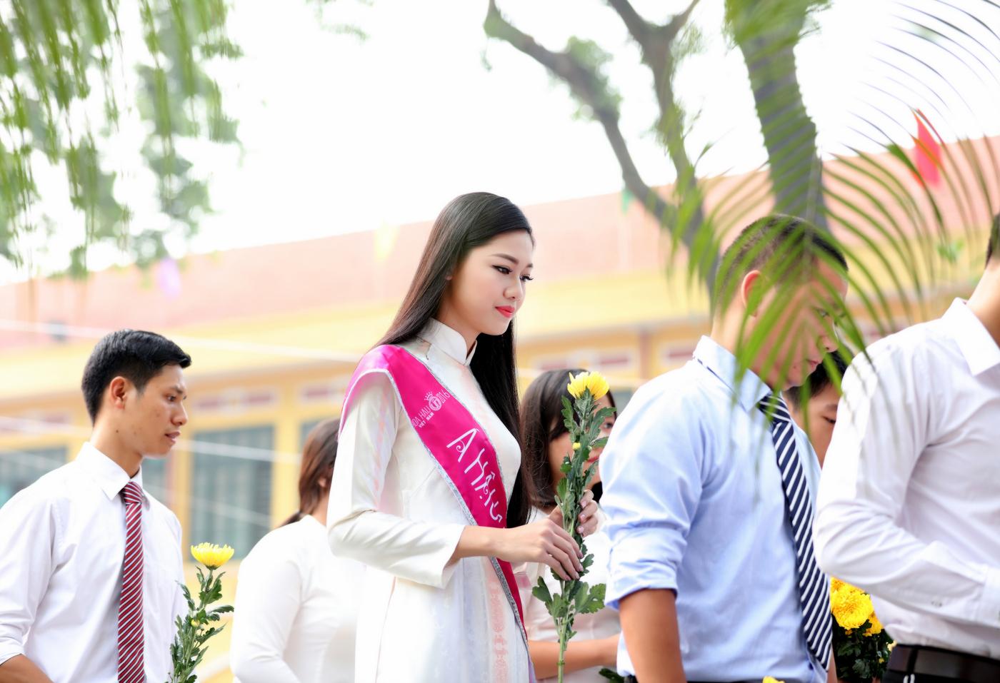 Á hậu 1 Ngô Thanh Thanh Tú về dự lễ khai giảng trường Chu Văn An 7