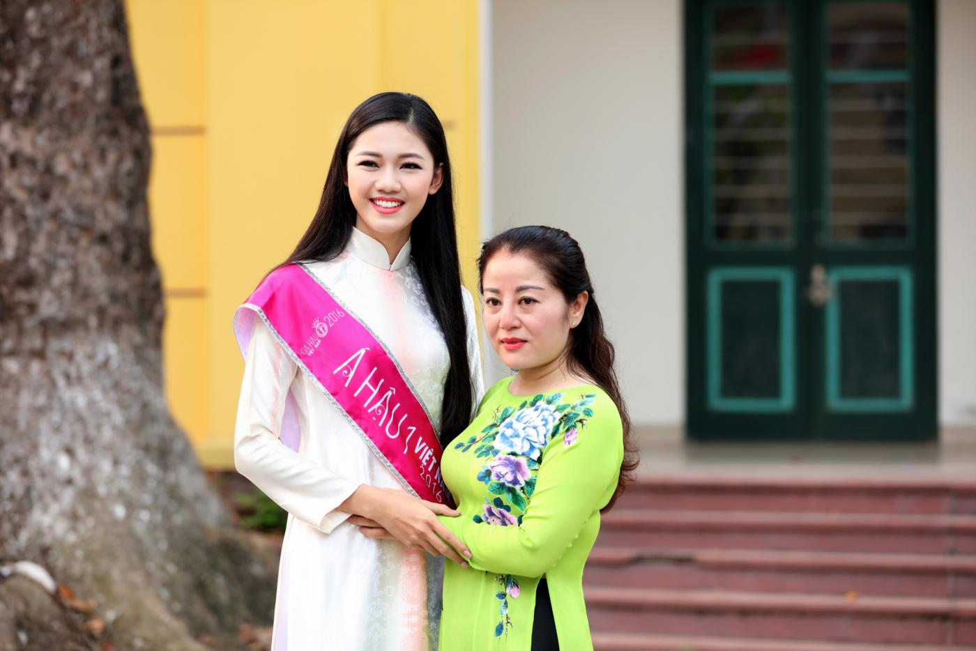 Á hậu 1 Ngô Thanh Thanh Tú về dự lễ khai giảng trường Chu Văn An 9
