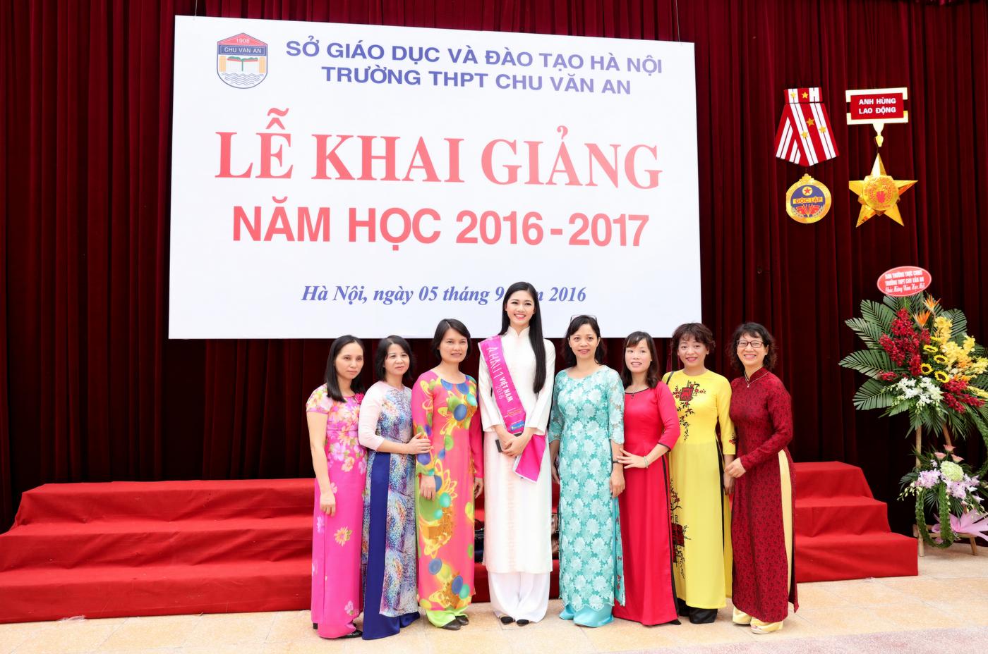 Á hậu 1 Ngô Thanh Thanh Tú về dự lễ khai giảng trường Chu Văn An 8