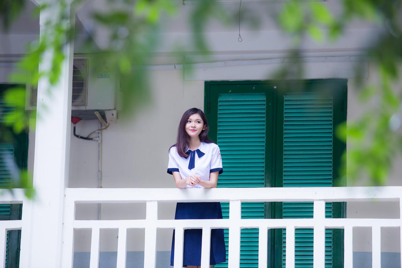 Á hậu Thuỳ Dung khoe nét đẹp trong veo với đồng phục nữ sinh 14
