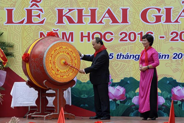 Chùm ảnh lãnh đạo Đảng, Nhà nước dự lễ khai giảng năm học mới 1