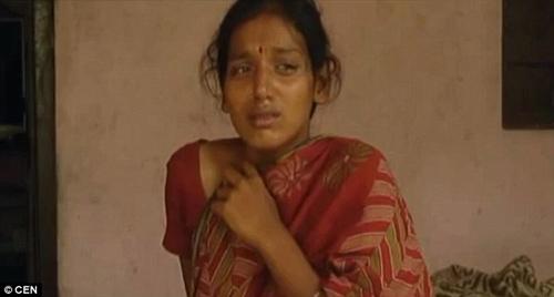 Mẹ chồng đổ axit lên bụng con dâu vì nghi đẻ cháu gái 1