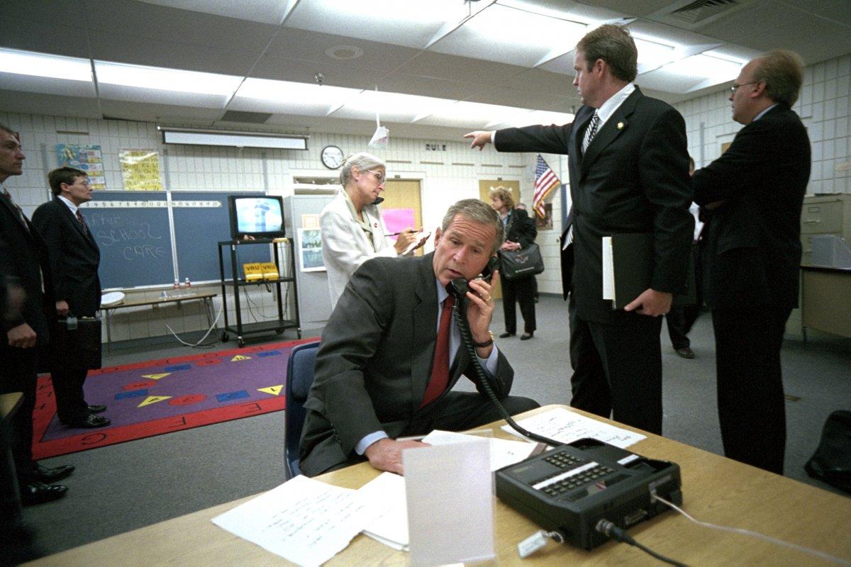 Tổng thống Bush phản ứng gì trên máy bay khi vụ 11/9 vừa xảy ra 3