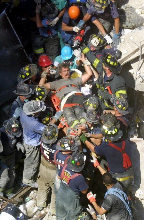 Những hình ảnh khó quên về vụ khủng bố 11/9 8