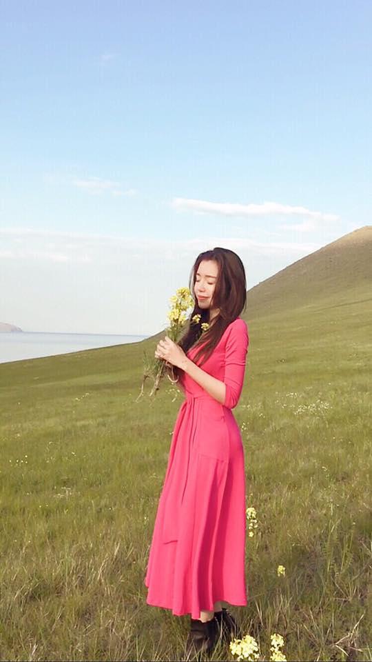 Facebook sao Việt: Kang Tae Oh say sưa hát karaoke cùng đoàn phim Zippo, Mù tạt và em 2
