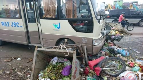 Hà Nội: Xe khách mất lái gây tai nạn, nhiều người bị thương 3