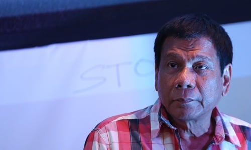 Ông Duterte chui vào nhà tắm khóc khi nghe tin con gái sẩy thai 1