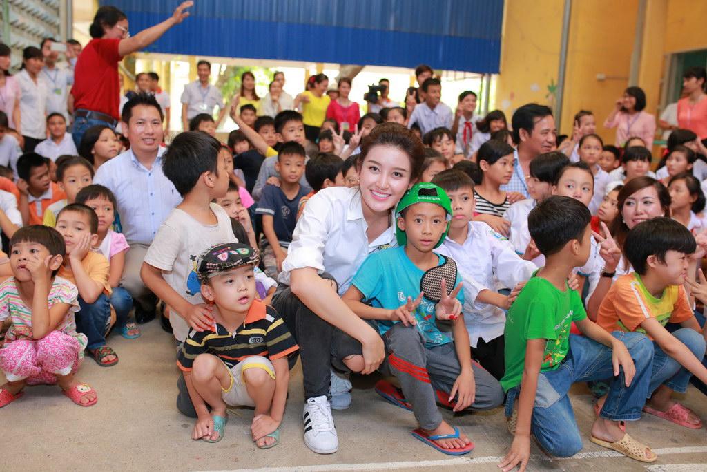 Huyền My đi từ thiện cùng Giang Còi, Quang Tèo 6
