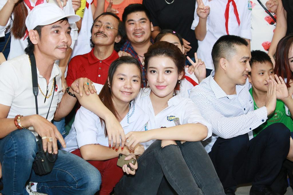 Huyền My đi từ thiện cùng Giang Còi, Quang Tèo 3