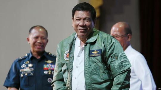 """Mới lớn tiếng """"đuổi"""" lính Mỹ xong, Duterte đã xuống nước 1"""