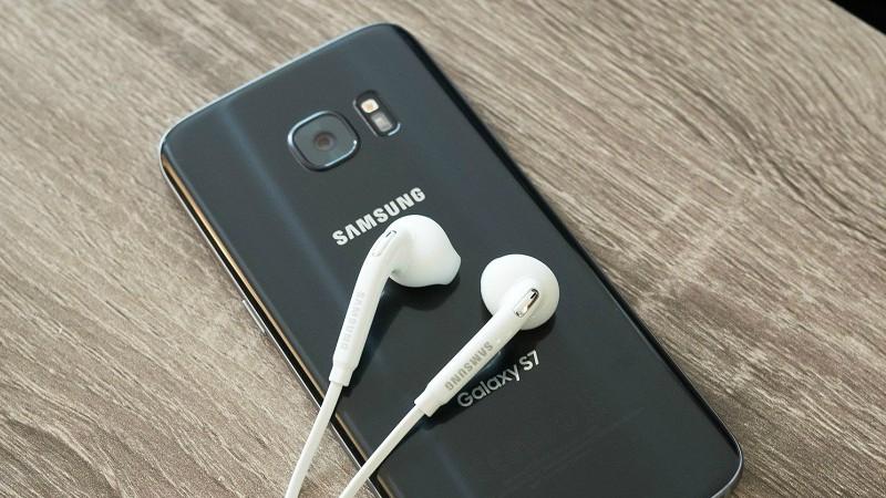 Samsung có thể cũng sẽ khai tử giắc cắm tai nghe 3.5 mm 1