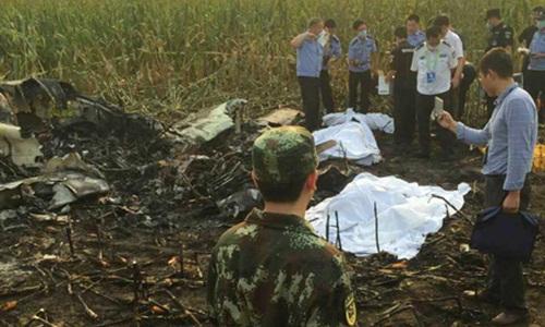 Máy bay Trung Quốc lao xuống đồng, 4 người thiệt mạng