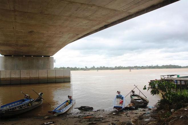 Người phụ nữ thuê xe ôm lên cầu Cần Thơ nhảy sông tự tử 1