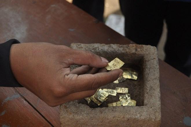 Phát hiện 22 miếng vàng cổ khi đào giếng 1