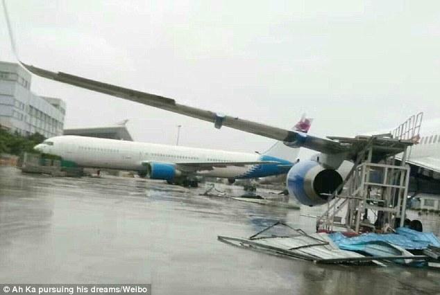 Siêu bão Meranti thổi dạt hàng loạt máy bay Boeing 1