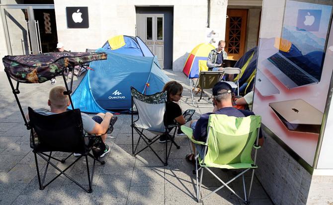 Khổ nhục kế xếp hàng khi mua iPhone 7 1