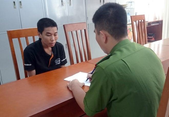 Khởi tố thanh niên dí dao, cướp xe máy giữa phố ở Hà Nội 2